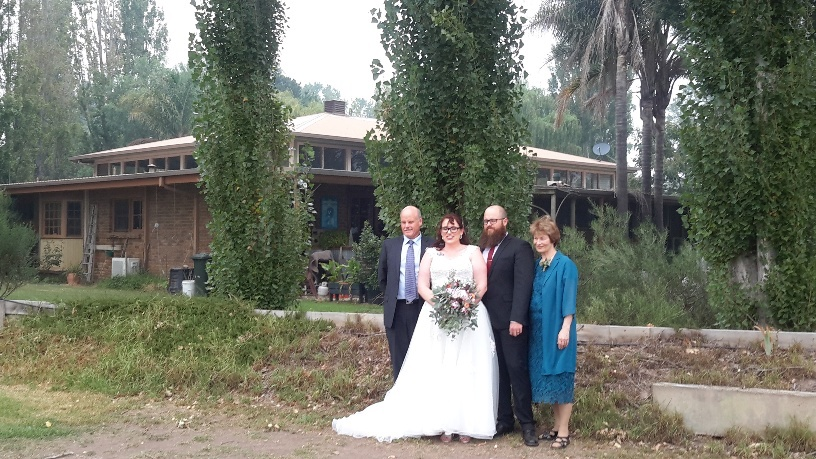 bride-groom-with-parents
